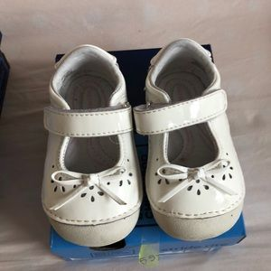 Stride rite Mary Janes white patent size 4.5